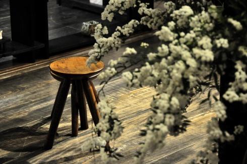 木の椅子展